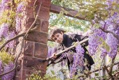 Muchacho del adolescente en un gazebo Fotografía de archivo