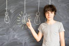 Muchacho del adolescente que consigue una idea Fotografía de archivo libre de regalías