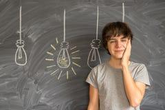 Muchacho del adolescente que consigue una idea Imagen de archivo libre de regalías