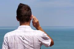 Muchacho del adolescente que llama por el teléfono móvil Imagen de archivo libre de regalías