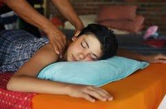 Muchacho del adolescente que tiene masaje tailandés asiático Imagen de archivo libre de regalías