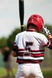 Muchacho del béisbol de la juventud hasta palo Imagen de archivo