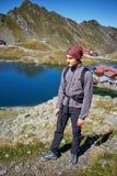 Muchacho del caminante por el lago Foto de archivo libre de regalías