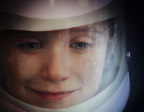 Muchacho del espacio en el astronauta Helmet Fotografía de archivo
