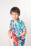 Muchacho del hermano del niño pequeño en la tradición tailandesa del vestido de la flor por Año Nuevo tailandés Fotografía de archivo