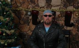 Muchacho del motorista en el tiempo de la Navidad Imagen de archivo libre de regalías