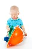 Muchacho del niño con un casco de la construcción fotografía de archivo libre de regalías