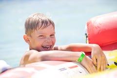 Muchacho divertido en el mar Imagen de archivo