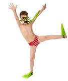 Muchacho divertido en máscara y aletas del salto Imagenes de archivo