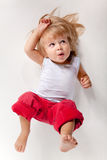 Muchacho divertido en pantalones rojos fotografía de archivo libre de regalías
