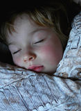 Muchacho durmiente imagen de archivo