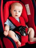 Muchacho en asiento de coche Imagenes de archivo