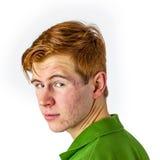 muchacho en camisa verde con el pelo rojo Imagen de archivo