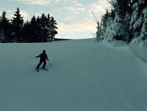 Muchacho en cuesta del esquí Foto de archivo libre de regalías