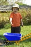 Muchacho en el jardín. Fotos de archivo libres de regalías