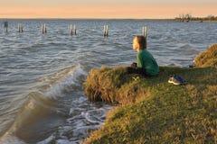 Muchacho en el lago Fotos de archivo libres de regalías