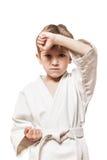 Muchacho en karate del entrenamiento del kimono Imagen de archivo libre de regalías
