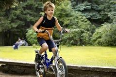 Muchacho en la bicicleta Imagenes de archivo