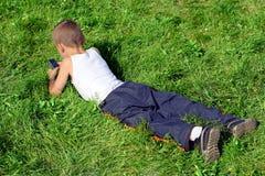 Muchacho en la hierba Fotografía de archivo libre de regalías