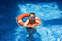 Muchacho en la piscina Imagen de archivo