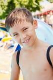 muchacho en la piscina Foto de archivo libre de regalías