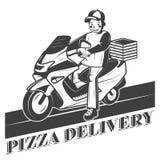 Muchacho en la vespa, etiqueta, insignia, o emblema del vintage del vector de la entrega de la pizza Imágenes de archivo libres de regalías