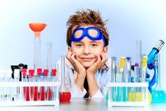 Muchacho en laboratorio Foto de archivo libre de regalías