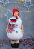 Muchacho en muñeco de nieve del traje Imagenes de archivo