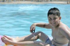 Muchacho en nadar en la piscina Fotos de archivo libres de regalías