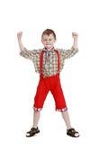 Muchacho en pantalones cortos rojos largos Imagen de archivo libre de regalías