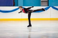 Muchacho en patinaje artístico, Orenburg, Rusia Foto de archivo libre de regalías