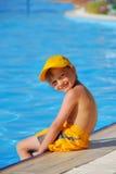 Muchacho en piscina Fotos de archivo libres de regalías