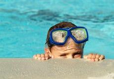 Muchacho en piscina Imagen de archivo libre de regalías