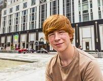 Muchacho en pubertad con las salmueras Foto de archivo
