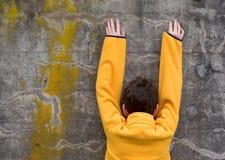 Muchacho en suéter del paño grueso y suave Foto de archivo libre de regalías