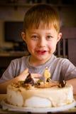 Muchacho en su cumpleaños foto de archivo