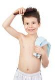 Muchacho en toalla con el pelo mojado Fotos de archivo libres de regalías