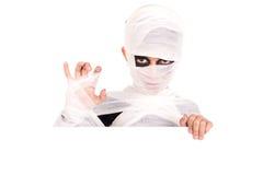 Muchacho en traje de la momia de Halloween Foto de archivo libre de regalías
