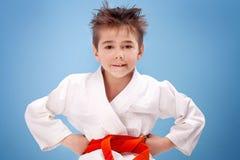 Muchacho en traje del karate fotografía de archivo
