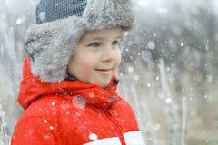 Muchacho en un casquillo del invierno Imagen de archivo