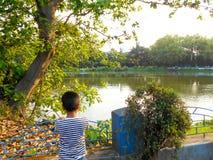 Muchacho en un parque Imagen de archivo