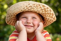 Muchacho en un sombrero de paja Fotografía de archivo