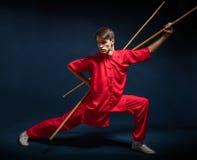 Muchacho en un wushu dedicado kimono rojo Fotografía de archivo libre de regalías