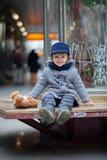 Muchacho en una estación de metro Imágenes de archivo libres de regalías