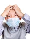 Muchacho enfermo en máscara de la gripe Fotos de archivo libres de regalías
