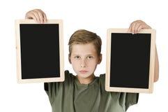 Muchacho entre dos tableros negros medios Foto de archivo libre de regalías