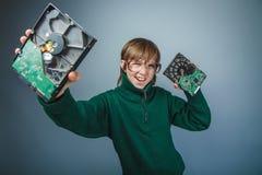 Muchacho europeo del adolescente del aspecto con los vidrios grandes Imagen de archivo libre de regalías