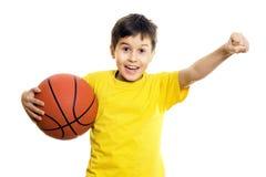 Muchacho feliz con baloncesto Imagenes de archivo