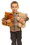 Muchacho feliz con dos osos de peluche fotografía de archivo