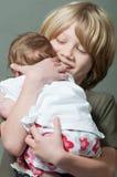 Muchacho feliz con el bebé recién nacido Imagen de archivo